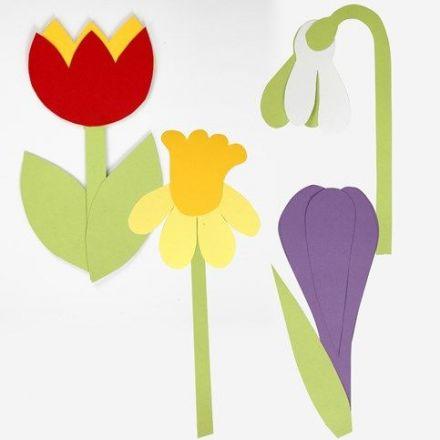 Kartonnen bloemen gemaakt met behulp van sjabloon