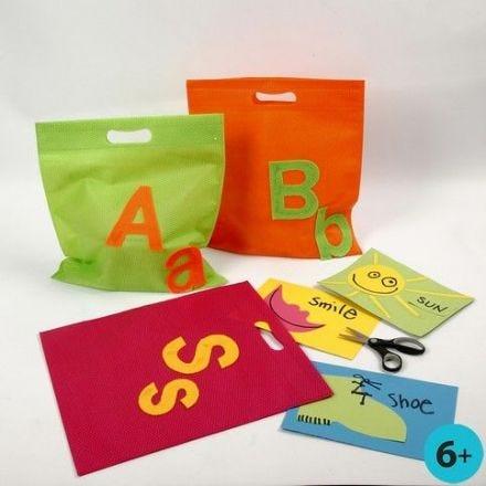 Handige tas met letters van vilt