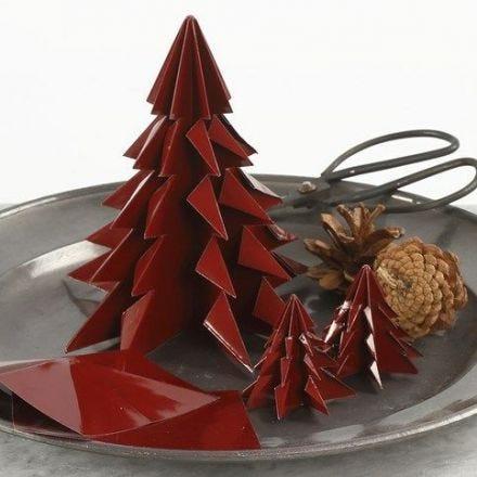 Kerstboom gemaakt van glanzend origami papier