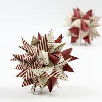 Papieren kerstdecoraties