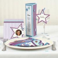Een wenskaart met stippen en sterren als uitnodiging