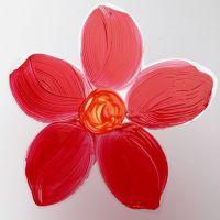 Een bloem geschilderd op hard folie