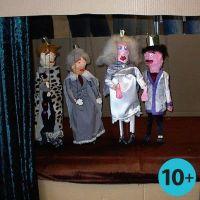 Marionetten gemaakt van latjes en gipsgaas