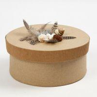 Doosje van ribbelkarton gedecoreerd met veren en schelpen