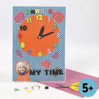 Klok van ColorBarkarton met cijfers van Eva Foam