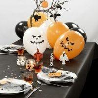 Het versieren van een Halloween tafel
