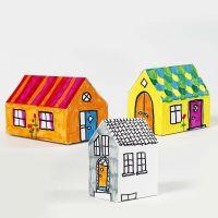 Gedecoreerd huis van karton