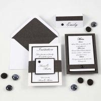 Een zwart wit uitnodiging, menukaart en naamkaart