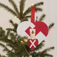 Gevlochten kersthart met notenkraker motief