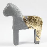 Bladmetaal op papier-maché