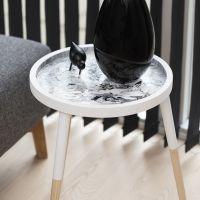 Pouring Art op houten tafel