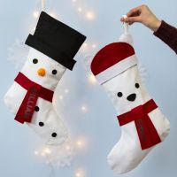 Kerstsok gedecoreerd met sneeuwpop en ijsbeer
