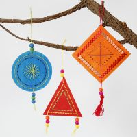 Kleurrijke geborduurde hangende decoraties