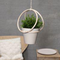 Hanger van bamboe ringen