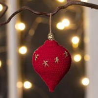Druppelvormige kerstbal gehaakt van katoengaren