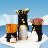 Kartonnen kokers versierd als pinguïns