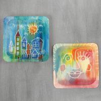 Afbeeldingen op houten borden met aquarelverf en tekengom