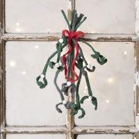 Crochet your own mistletoe